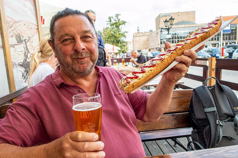 Zapiekanki (polsk pizza) är lång som en husbil. Jättegott!